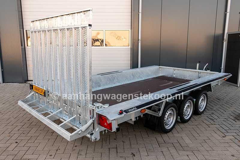 3 asser machinetransporter met zware oprijklep