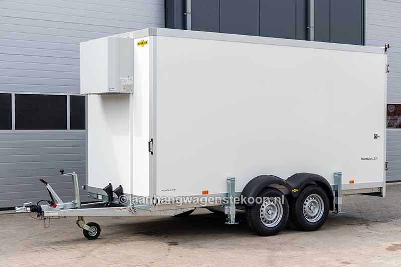 Voorzijde tandemas koelaanhangwagen met koelaggregaat