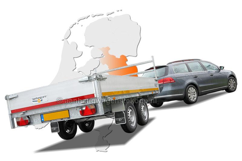 Auto met plateauwagen in Twente